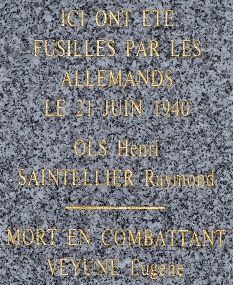 The inscription on the Memorial at Les Petites Cigognes commemorating the atrocities of 21st June 1940.